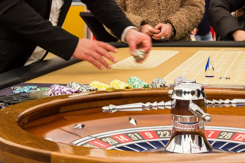 Live Casino Games vs Traditional Online Casinos Image